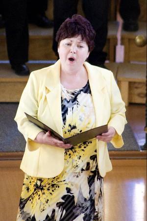 """Traditionsenligt sjöng Margita Paulsson """"Land du välsigne"""" under gårdagens nationaldagskonsert i Oviken nya kyrka."""