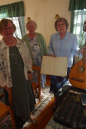 Musik. Det är en viktig ingrediens i Bonäs baptistförsamling. Här syns Ulla Rombo, Margit Nygren och Källhus Siv Sjögren i kapellets musikhörna.