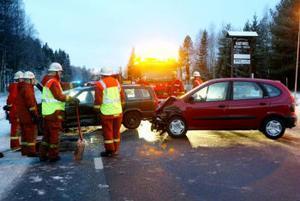 Föraren av en Renault körde in i vänster sida på den Volvo som svängde ut på E14 från Vattjom.