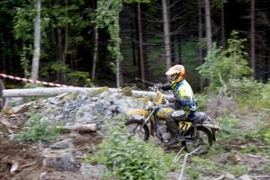 Backe. Tävlingen avslutades med att mopedåkarna körde backtävling. En av de som prövade krafterna var Curt Näsman från Åtorp.
