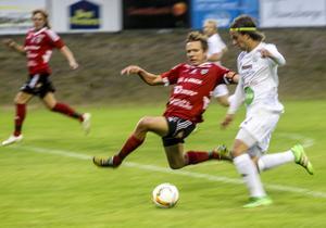 Johan Edberg störtar fram på kanten.