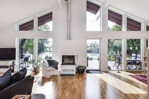 Interiörbild från mäklaren inifrån den villa i Kårby, Borlänge kommun, som såldes för 6 450 000 kronor.