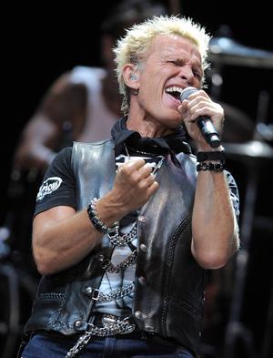 Bland de största namnen på årets Sweden Rock finns 80-talsstjärnan Billy Idol.   Foto: Jordan Strauss/AP/TT