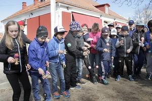 På Varva skola, och även på många andra skolor, samlas barnen på rasterna med sina japanska träleksaker.