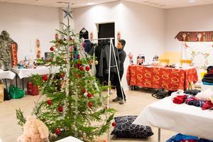 I lokalen på Åsgatan 18 hålls julklappsutdelningen den 17 december.