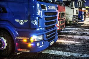 Sedan 1990 har utsläppen från personbilar i Sverige minskat med 16 procent, medan utsläppen från lastbilarna ökat med 52 procent. Detta är helt ohållbart. Regeringens mål att fordonsflottan ska vara oberoende av fossila drivmedel år 2030 ter sig omöjligt att uppnå om det inte sker en drastisk förändring för godstransporterna på väg. Det skriver Lena Nordgren från SEKAB Biofuels & Chemicals och Svante Axelsson från Naturskyddsföreningen.