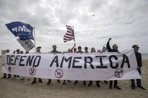 Donald Trump-sympatisörer demonstrerar i Kalifornien.