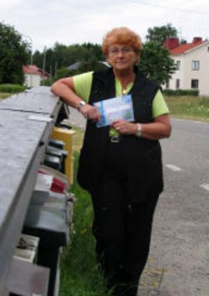 Här i vägskälet mot Oxviken har Yvonne sin busshållplats där det vissa dagar inte kommer att passera en enda buss om den nya turlistan förverkligas den 22 augusti.
