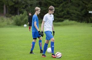Pälle Olsson hoppas att tvillingarna Alexander och Sebastian Näslund stannar och spelar division 4-fotboll med Färila nästa säsong.