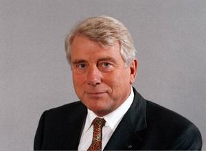 Rolf Åbjörnsson, upprörd advokat.