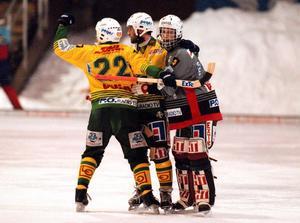 Målvakten Lars Öhman tillsammans med Pontus Modin, och Stefan