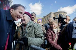 Stefan Löfven under torsdagens förstamajfirande i Stockholm under ett samtal med Lisbeth Palme.