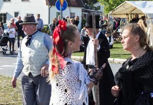Glädjeflickor, borgmästare och cowboys, en westerndag innehåller allt.