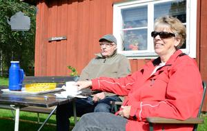 En oas. Makarna Lennart och Marie-Louise Hugosson besöker gärna hembygdsgården Skräddartorp i Grythyttan. En plats som ger möjligheter till avkoppling och reflektion.