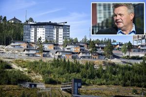Lars Näslund och två andra moderater överklagade beslutet om köpet av Kusthöjden. Länsstyrelsen har sagt nej till inhibition.