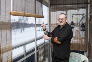 – På balkongen sitter jag ofta, här trivs jag bäst, säger Tommy Söderqvist.