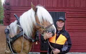 Ardennerns Calle och hästkarlen Harri Wiklund.