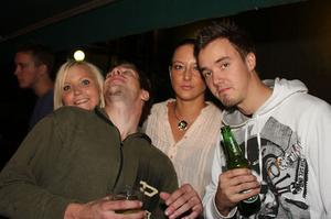 Blue Moon Bar. Hanna, Stefan, Beatrice och Jimmy