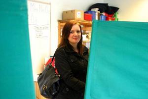 22-åriga Josefine Roos från Nälden röstade i Näldens skola, i fritids lokaler. Hon höll på sin valhemlighet.
