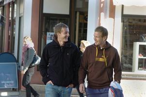 Hösten 2007: Timo Oksanen och Ville Aaltonen är på väg mot en ny säsong i Bollnäs.