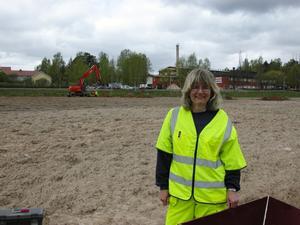 Mycket Leksand. Arkeologen Eva Carlsson och henner kollegor kommer att mer eller mindre bo i Leksand fram til i höst. Så många arkeologiska undersökningar är det i kommunen. Den här veckan prioriteras området mellan Statoil och vårdcentralen.
