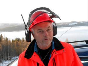Bengt Blom, Jormvattnetbo, tycker att Strömsunds kommun är för dålig på beredskap mot stormar. Enligt honom blev Frostviksborna lovade satellittelefoner efter stormen Dagmar, något som inte har uppfyllts.