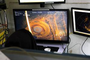 Med hjälp av en undervattensrobot gick projektgruppen ner i schakten och kunde filma vad som dolde sig i djupet av Silvbergs gamla gruvhål.