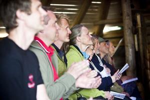 Publiken hade roligt. I pausen njöt de av gulaschsoppa och den hänförande utsikten från Skästraberget.