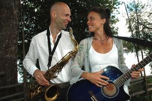 Bengt Erlandsson och Cecilia Bergqvist ger en musikalisk teatershow om att finna den rätta under Konnsjöhelgen.