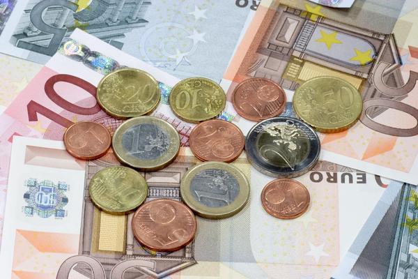 På flera ställen i västra Jämtland har man råkat ut för förfalskade eurosedlar.
