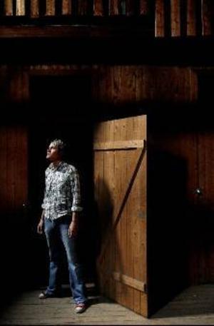 """Lars Lind gjorde Kents nya musikvideo till låten """"Vy från ett luftslott"""" förra året. I morgon tävlar han, Erik Lind och Kajsa Engdahl i Filmsparken med kortfilmen """"Bedhead.""""  Foto: Henrik Flygare"""
