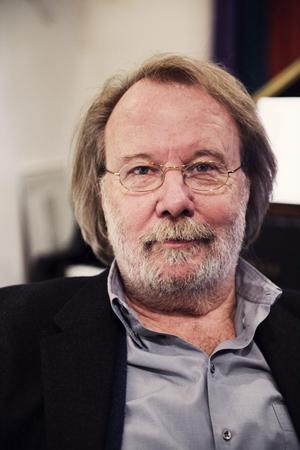 Benny Andersson är dubbelt aktuell. I dagarna släppte han och BAO en julskiva och en stor samlingsbox. Samtidigt arbetar han med musiken till en ny musikal,