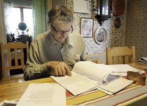 Docentens och professorns medicinska utlåtande är inte lätta att förstå, men de fastslår att Arne Ullmark utsatts för felaktiga operationer.