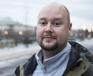 Christian Hammarström, 35 år, i mediabranschen, Sundsvall:   – Ja, det känns inte alls bra. Utsläppen måste minska.