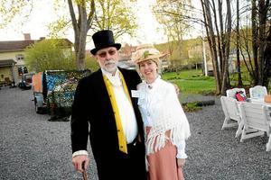 Prominenta personer. Självaste borgmästare Salomon Rubin och Elsa Rubin (Curt och Jeanette Lindmark) fanns på plats längs sjön.
