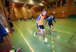 Pontus Hindrikes och Nermin Serhatlic är två av spelarna i nybildade Borlänge FC som på sikt vill bli en av Sveriges främsta futsalföreningar.