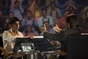 Vinnaren. Dev Patel har huvudrollen i en film där Hollywood goes Bollywood.
