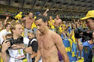 Lagkaptenen Zlatan Ibrahimovic gav även bort kaptensbindeln efter matchen.