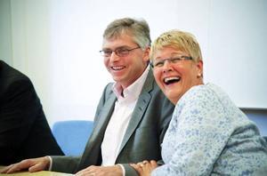 Centerledaren Maud Olofsson var av förståeliga skäl sprudlande glad när hon i går, tillsammans med bland andra Per Åsling, kunde presentera en historisk riskkapitalsatsning för Norrlands inland.Foto: Olof Sjödin
