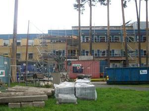 Vårdplats och byggarbetsplats. Allmänpsykiatriska avdelningen på Gävle sjukhus är för tillfället under ombyggnation. Samtidigt vårdas människor i byggnaden.
