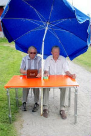 —Det är ungefär lika många besökare som det brukar vara, säger Alvar Simonsson och Arne Lindhal.
