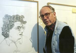 Carl Fredrik Reuterswärd 1997. Efter en kraftig hjärnblödning 1987 började han teckna med vänsterhanden.