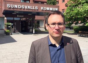 Kommunalrådet Peder Björk (S) vill bygga en nya arena.