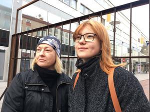 Evelyn Nilsson och Frida Engström besökte Metoo-manifestationen på Sigmatorget.