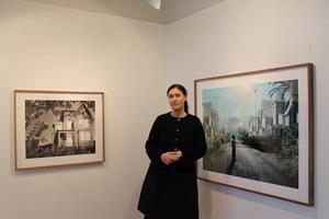 Helena Blomqvist visar sina drömlika fotoverk på Ahlbergshallen.