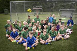 I år går 37 barn på fotbollsskolan i Marmavallen.