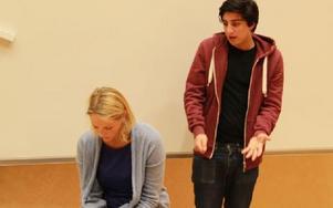 Pjäsen visade på svårigheten både att bli hörd och be om hjälp. Foto: Sylvia Kjellberg