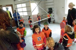 Barn- och utbildningsutskottets ordförande Camilla Andersson Larsson, V, besökte Sagoskatten för första gången tillsammans med barnen från Myrstacken.