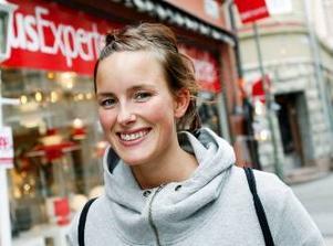 Emma Glans, Östersund:– Så länge som jag har haft några räkningar att betala har jag gjort det via internet. Det känns som det enklaste och bästa sättet.