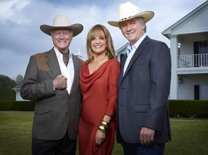 """Larry Hagman, Patrick Duffy och Linda Gray är tillbaka i """"Dallas""""."""